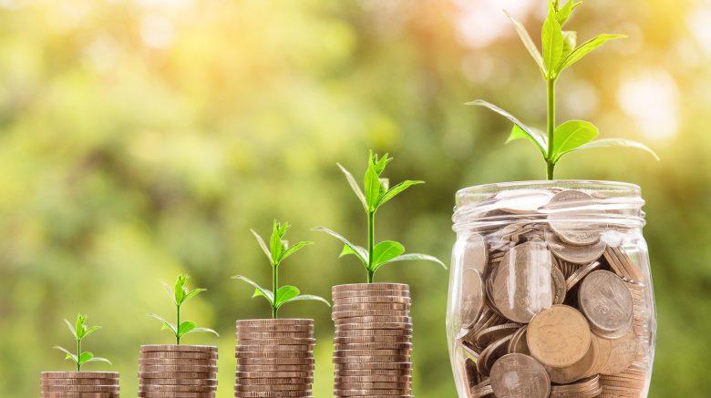 Erfolge von Cents4Children, Geld wächst immer mehr, Stapel aus Münzen